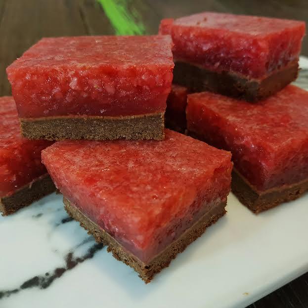 ChocolateAndStrawberryJellySlice-P01